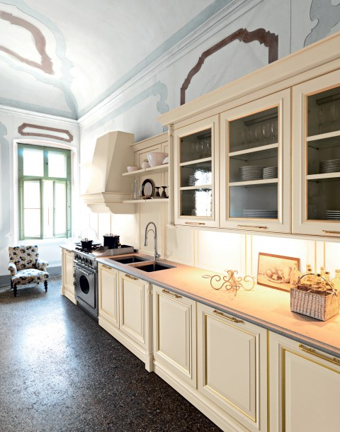 Silk-effect butter lacquered doors with … - Image 1